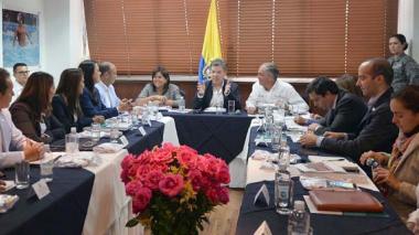 Santos ordena máximo control en contratos de alimentación de niños