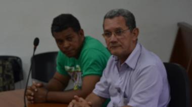 Huberlando Rojas (izquierda), junto a su abogado Hugo Contreras, durante la audiencia de imputación de cargos.