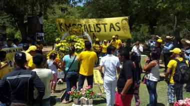 Serenata con mariachis en la tumba de Kaleth Morales