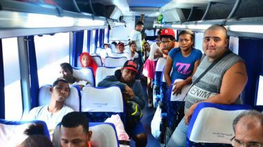 Llegan a Barranquilla y Cartagena 25 colombianos deportados