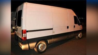 Interceptados 24 afganos que se transportaban en furgoneta con las puertas soldadas