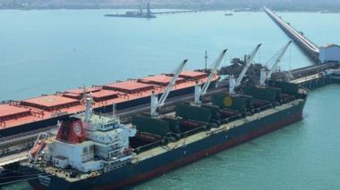Supertransporte autoriza bajar tarifas portuarias para movilizar carbón represado en frontera con Venezuela