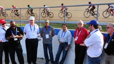 La comitiva de la Odecabe supervisando el velódromo Rafael Vásquez, uno de los escenarios principales de los Juegos.