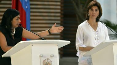 Crisis deja 21 mil retornados; cancilleres intentan hoy un nuevo acercamiento
