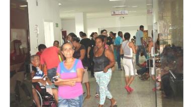 Hospital Universitario del Caribe sin aire acondicionado, con máquinas y áreas fuera de servicio