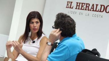 La ministra de Transporte, Natalia Abello Vives, durante su visita a EL HERALDO este viernes.