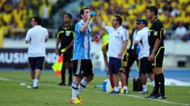 Lionel Messi estaría en duda para el choque del próximo 17 de noviembre, en Barranquilla.