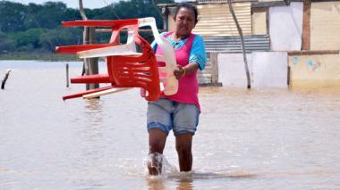 50 familias afectadas por inundación, tras corriente súbita del río Ranchería