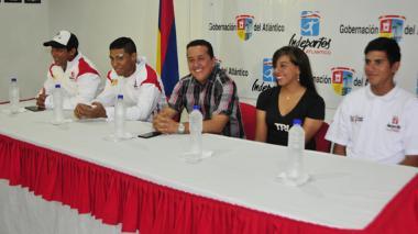 Ricardo Moreno, Kevin León, Aymer Castillo (Dir. de Indeportes Atlántico), Daniela Salcedo y Nelson Soto.