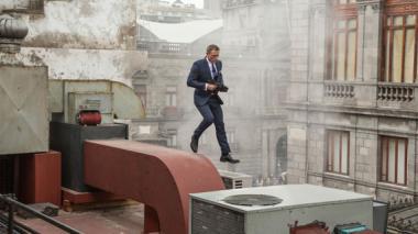 En esta actuación, que es la cuarta que personifica el actor británico, Bond es un hombre vulnerable que en cualquier momento puede morir, afirma Sabbagh.