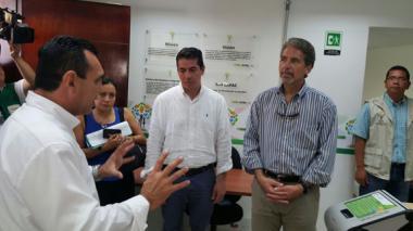 El embajador de EE.UU en Colombia, Kevin Whitaker, durante su visita a El Carmen de Bolívar.