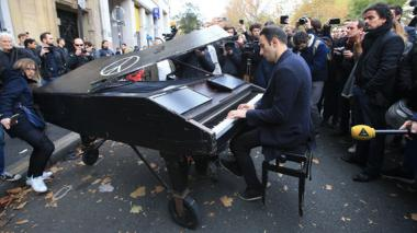 La historia detrás del pianista que tocó en el Bataclan tras el ataque