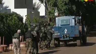 Francia se une a liberación de rehenes en hotel en Malí