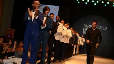 Jon Sonen recibe reconocimiento en el marco del Barranquila Fashion Week