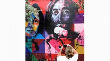 John Lennon es recordado en el 35 aniversario de su asesinato