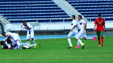 Los jugadores del Parma celebrando el primer gol.