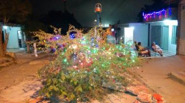 La comunidad creó y decoró su propio árbol de navidad protestante.