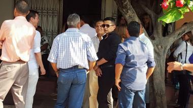 Artistas de la región acompañan a Jorge Celedón en el sepelio de su madre
