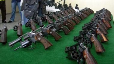 Las armas de fuego incautadas por la Policía son entregadas a la Fiscalía, que las da en custodia a la Segunda Brigada del Ejército.