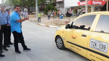 El alcalde Alejandro Char, controlando el tráfico.