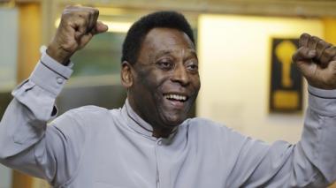 Pelé, en rehabilitación tras ser operado de la cadera
