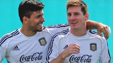 """""""Messi, en Manchester podemos jugar juntos"""": Agüero"""