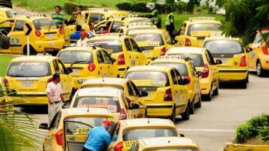 """Vocero del gremio de taxistas denuncia """"sobreoferta de taxis"""""""