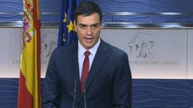 Socialista Sánchez dice estar dispuesto a intentar formar gobierno si Rajoy renuncia