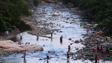 El caudal del Guatapurí, notablemente disminuido por los efectos de El Niño.