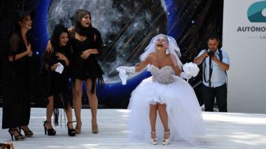 La reina de las festividades, Marcela García Caballero, despedirá hoy a Joselito Carnaval luciendo un traje de novia plantada en el altar.