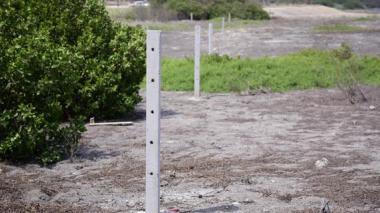Estos postes fueron derribados por al CRA.