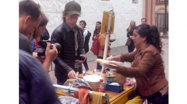 El vocalista de los Rolling Stone, Mick Jagger, caminó por las calles de Bogotá