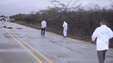 Los tres cuerpos fueron encontrados en la vía a eso de las cuatro de la madrugada de este jueves.