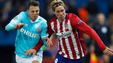 Arias marcando a Torres.