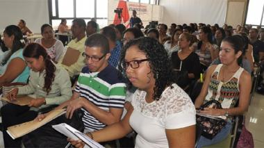 Ofrecen 120 becas en maestrías para docentes