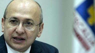 En su salida, fiscal Montealegre radica proyecto para aborto libre
