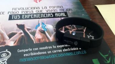 Grupo Aval lanza manilla para pagar sin tener que usar tarjetas o efectivo