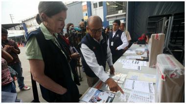 Abren colegios electorales en Perú para voto en presidenciales y Parlamento