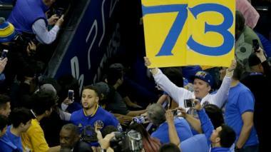 Curry y los Warriors rompen récord de triunfos de los Bulls