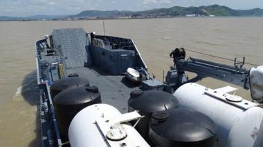 Armada Nacional lleva 6 toneladas de ayudas a Ecuador