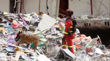 A 587 asciende el número de muertos por terremoto en Ecuador