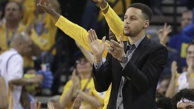 Curry dice que debe volver para el cuarto partido