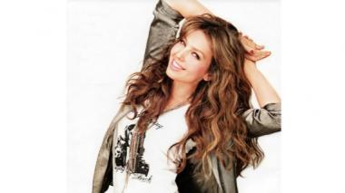 Thalía fusiona su estilo de hoy y de ayer en su nuevo álbum titulado Latina