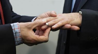 Corte Constitucional aprueba sentencia que avala matrimonio civil para parejas del mismo sexo