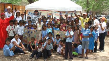 Debatiendo sobre la paz y con jornadas de salud los niños guajiros celebraron su día