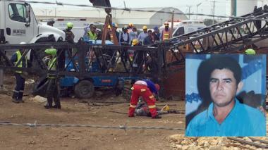 Obreros trataron de socorrer a la víctima con otra grúa para levantar la estructura caída.