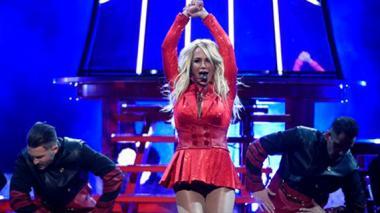 Britney Spears inaugura los Billboard y Weeknd gana el primer premio