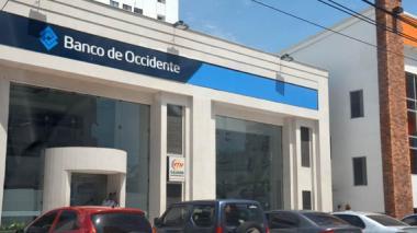 Fleteros ingresan a banco en Bocagrande y le roban $60 millones a un cliente