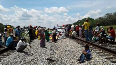 Los wayuu se toman la vía férrea para sumarse a la protesta nacional