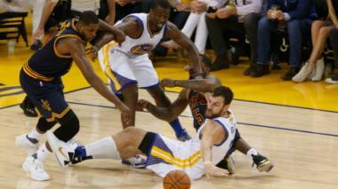 Livingston lidera el triunfo de Warriors en primer partido de las finales de la NBA